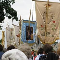 Rožinio grupė eisenoje su vėliavomis