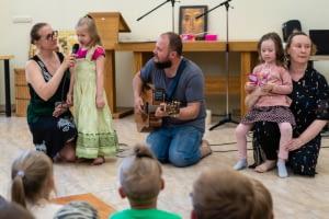 Talentų pasirodymas šeimų stovykloje